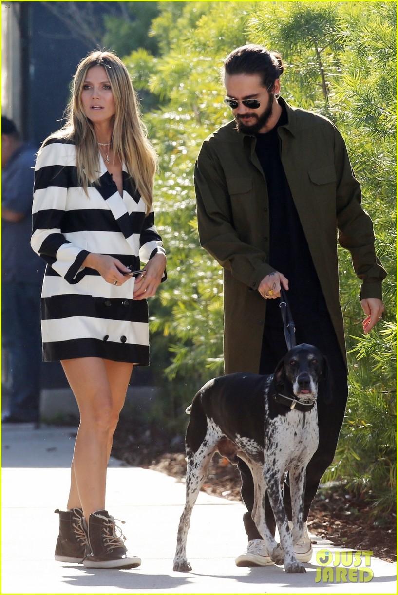 heidi klum goes for a walk tom dog 01