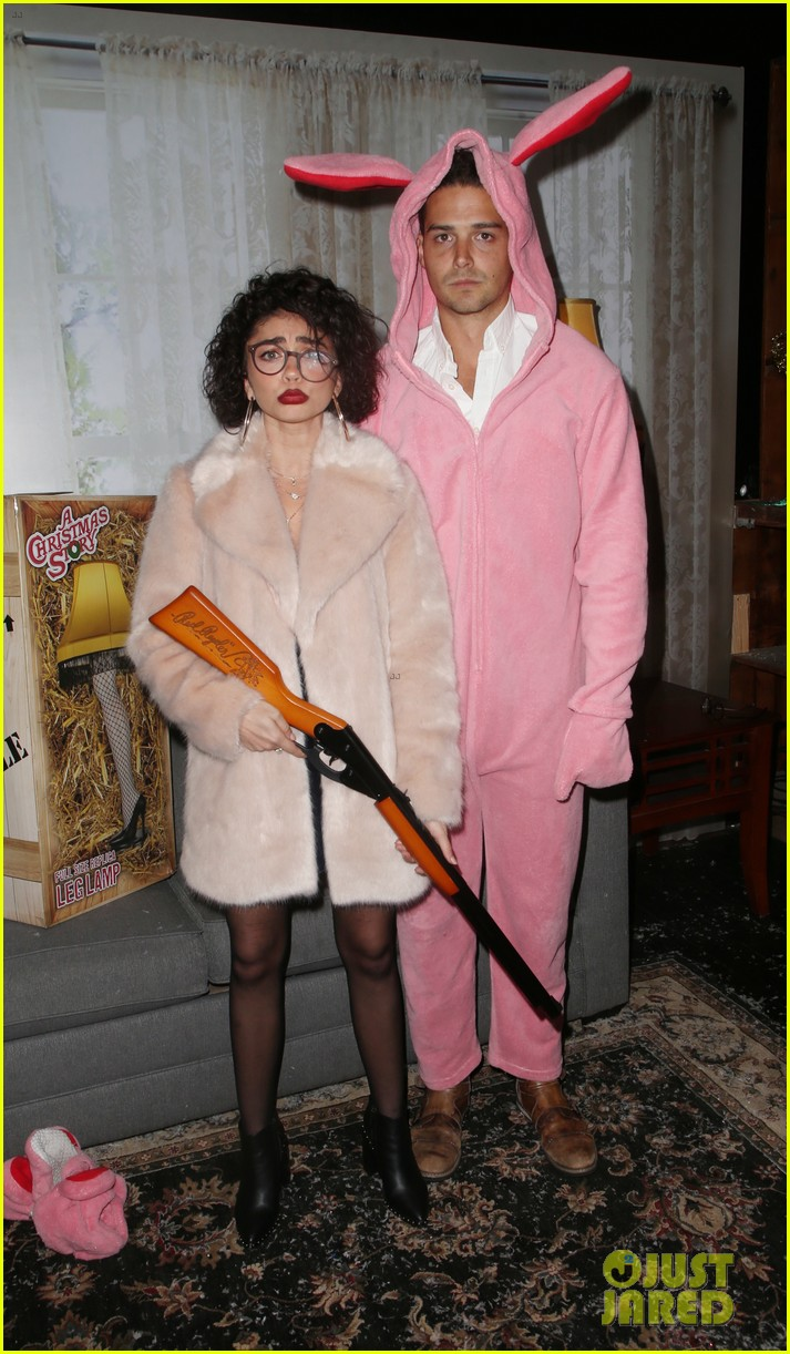 sarah hyland and wells adams recreate a christmas story at toys for tots party 014197962