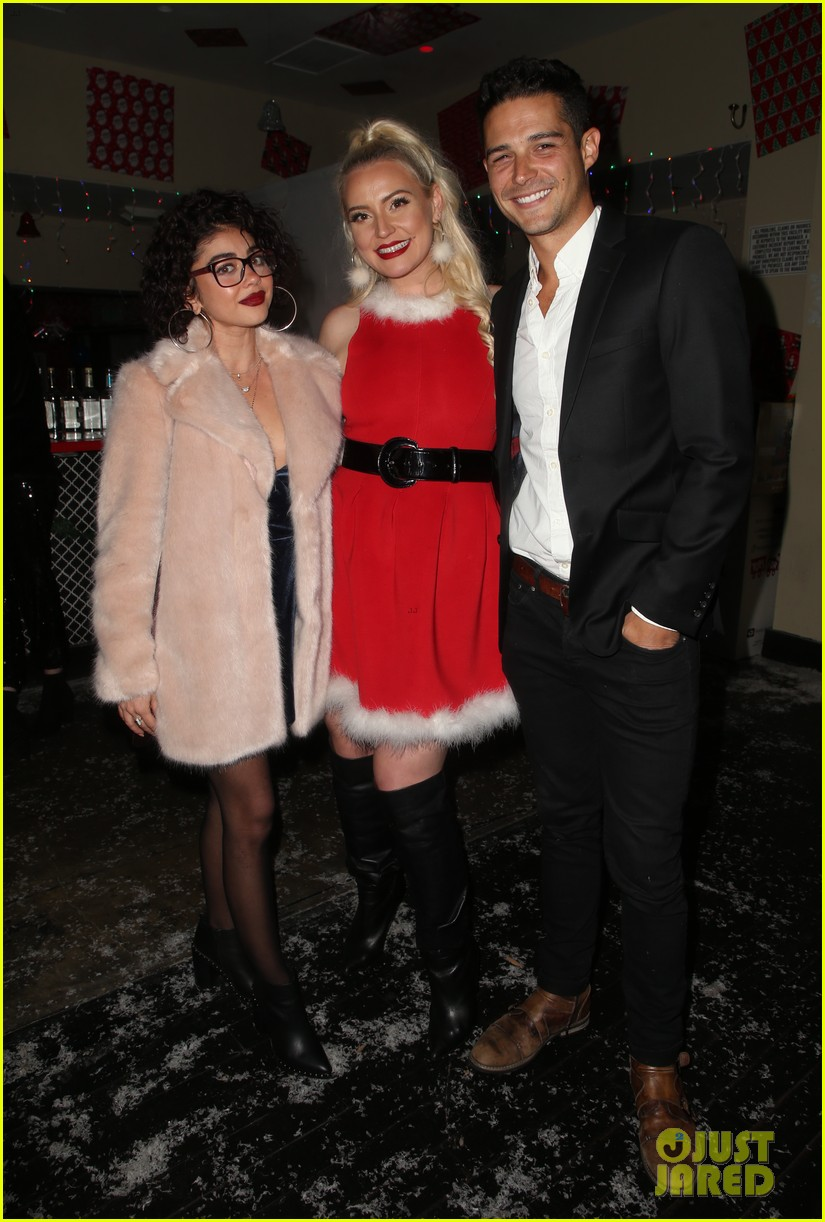 sarah hyland and wells adams recreate a christmas story at toys for tots party 174197978