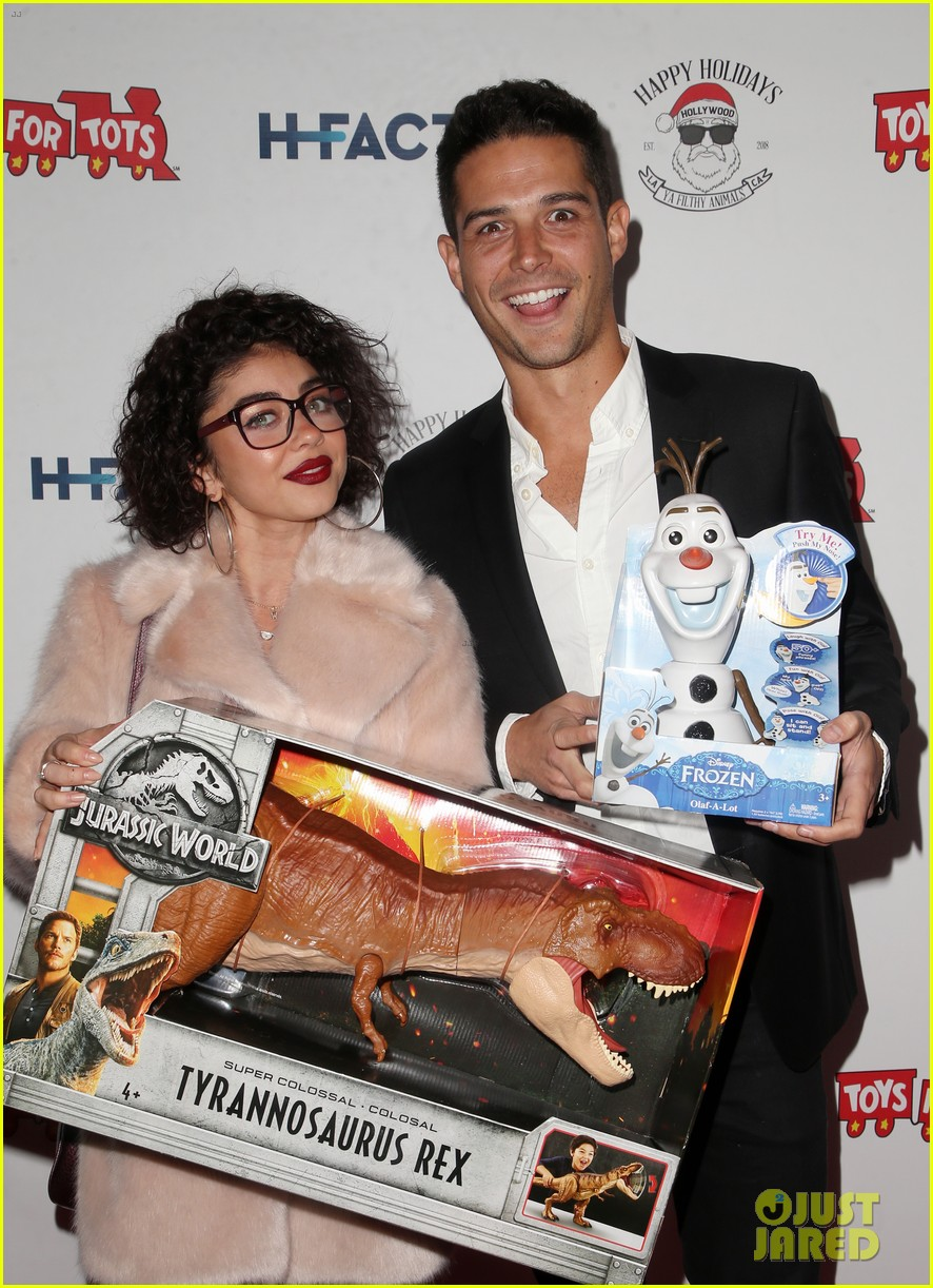 sarah hyland and wells adams recreate a christmas story at toys for tots party 204197981