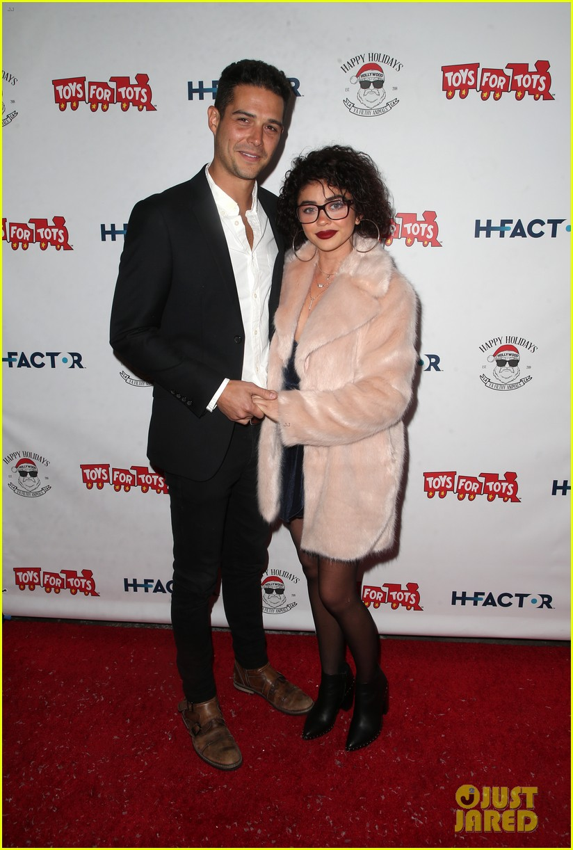 sarah hyland and wells adams recreate a christmas story at toys for tots party 224197983