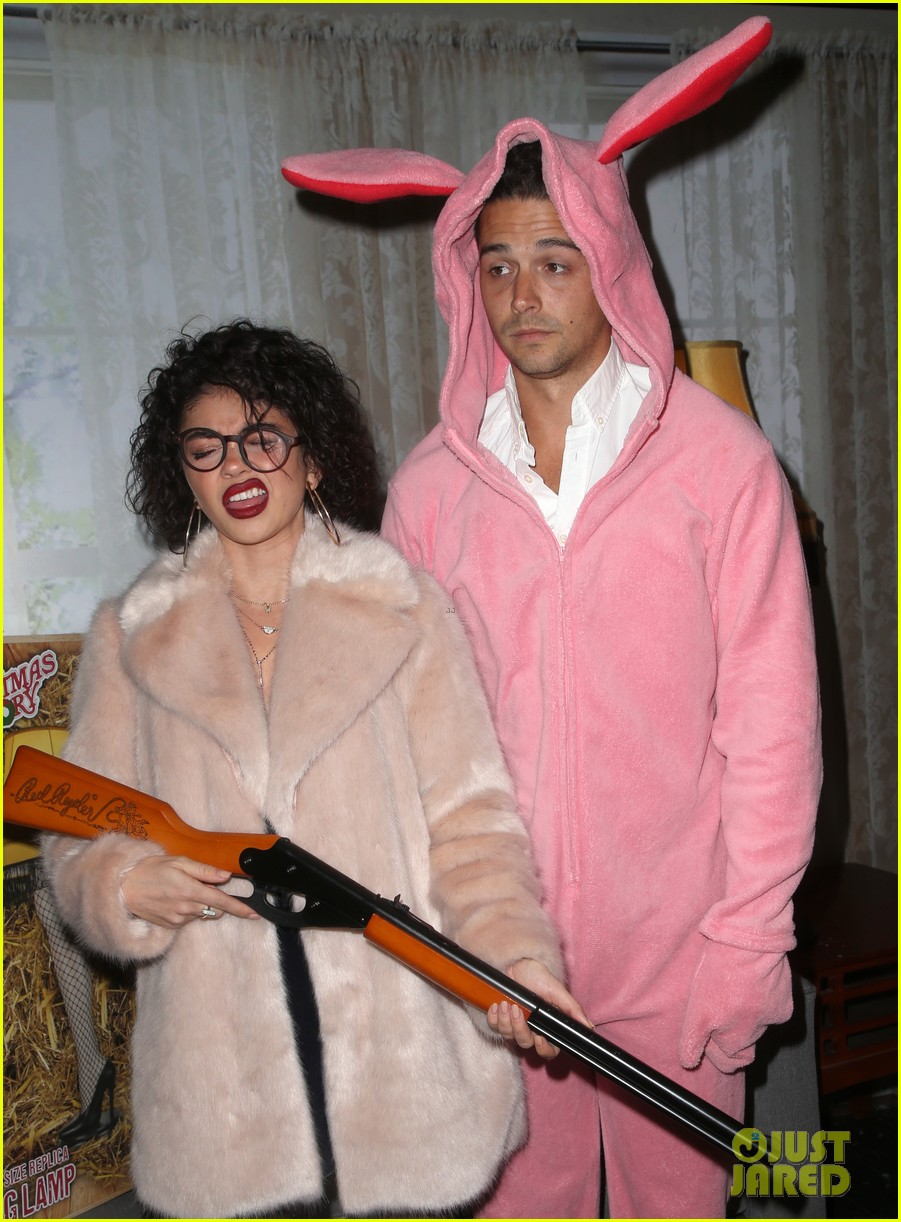 sarah hyland and wells adams recreate a christmas story at toys for tots party 264197987