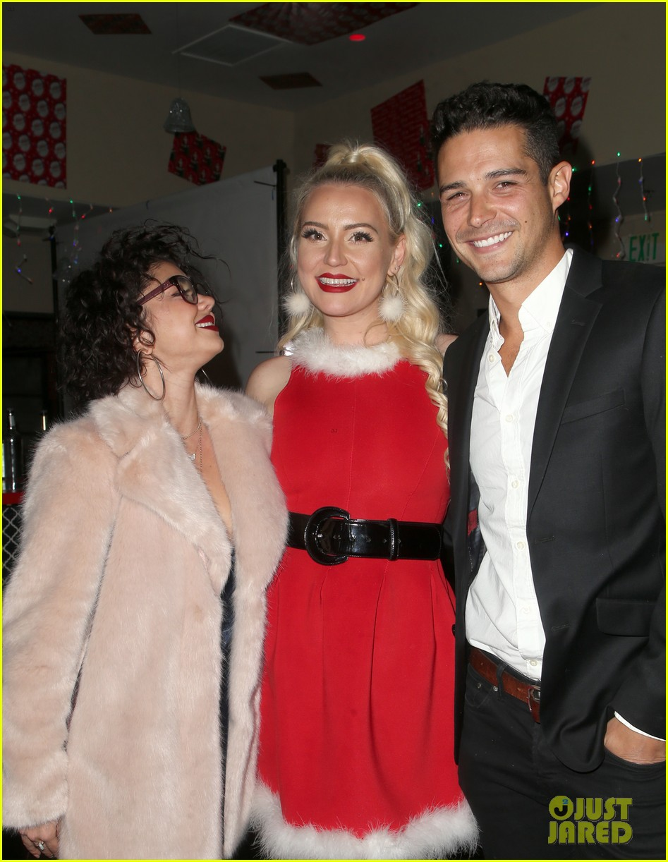 sarah hyland and wells adams recreate a christmas story at toys for tots party 284197989