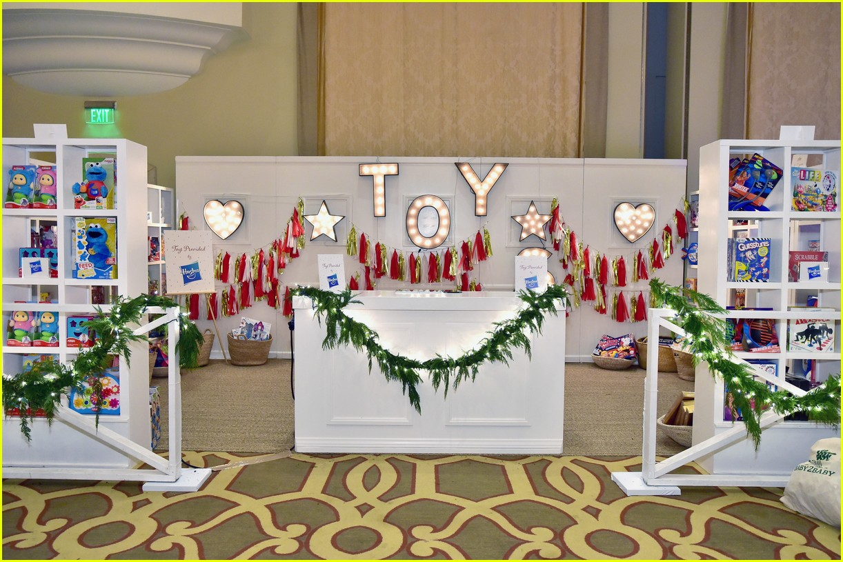 baby2baby holiday party december 2018 07