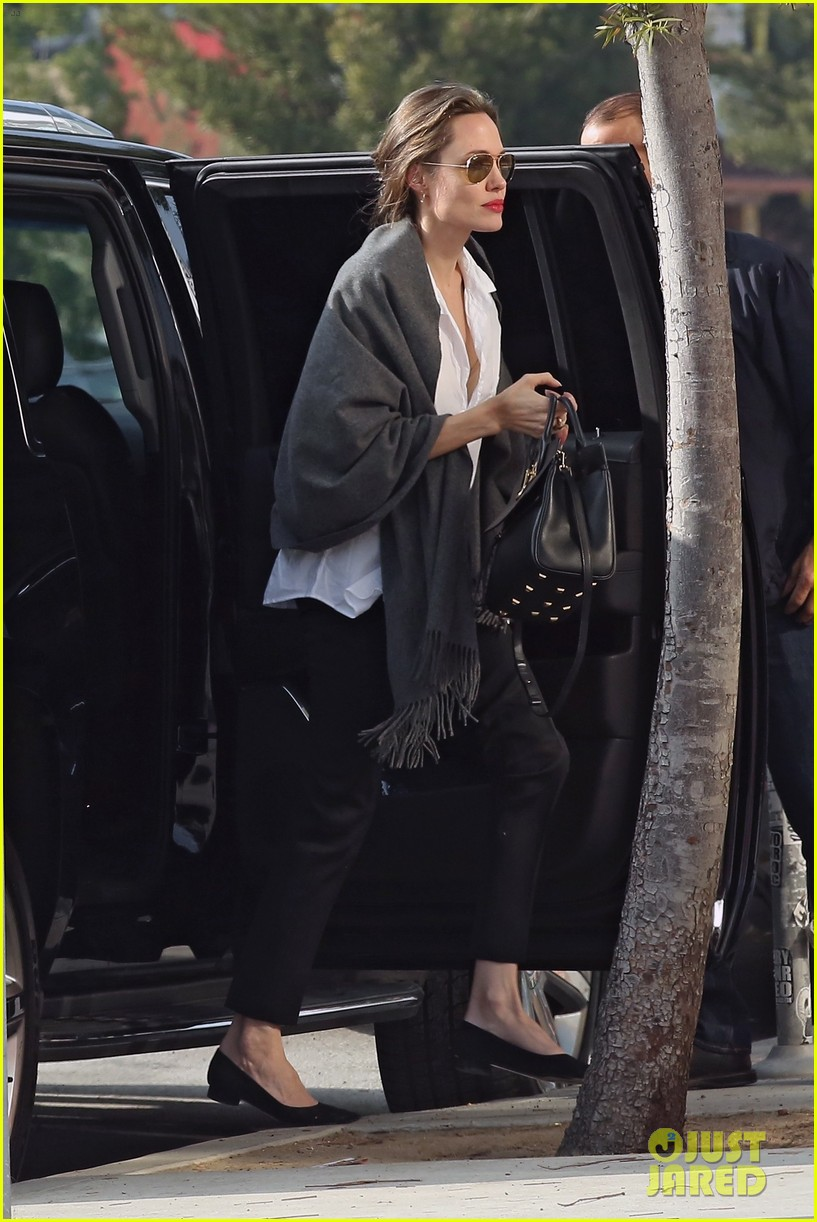 angelina jolie runs errands after christmas 034202878
