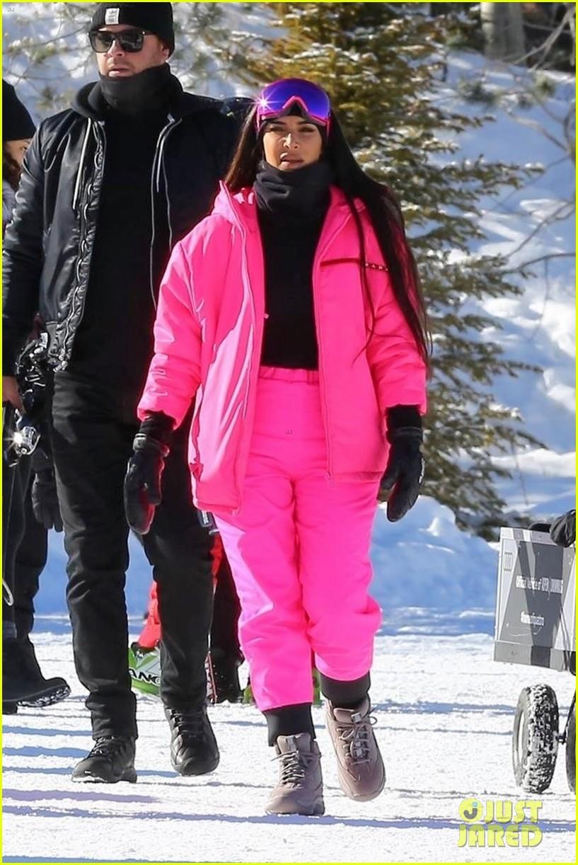 kim kardashian kendall jenner hit the slopes aspen 014203437