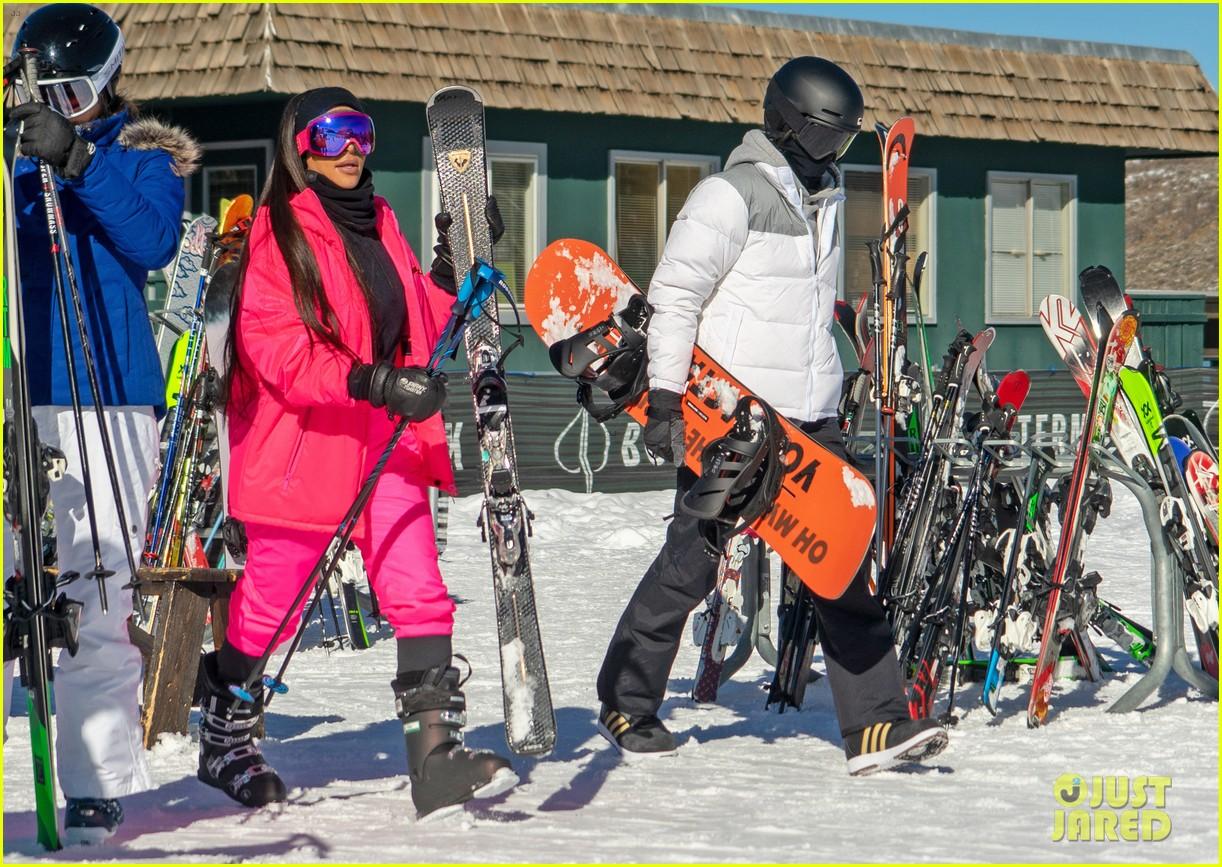 kim kardashian kendall jenner hit the slopes aspen 024203438