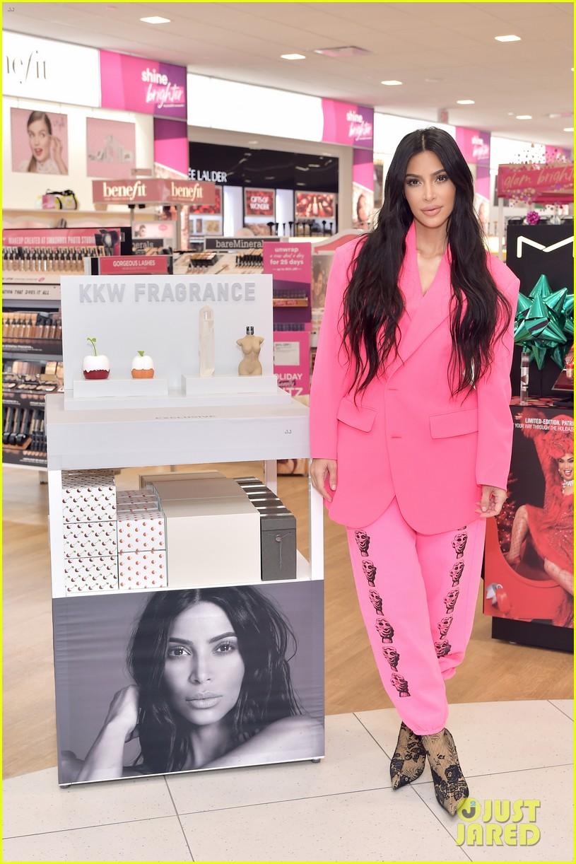 kim kardashian launches kkw beauty collection at ulta beauty 024194717