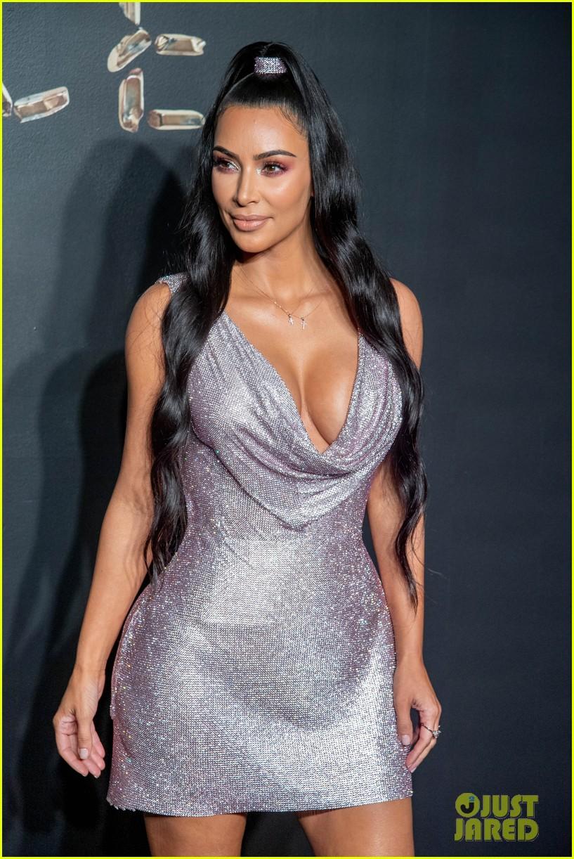 kim kardashian kanye versace december 2018 104191658