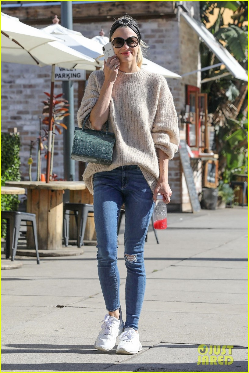 jaime king steps out for breakfast in hollywood 01