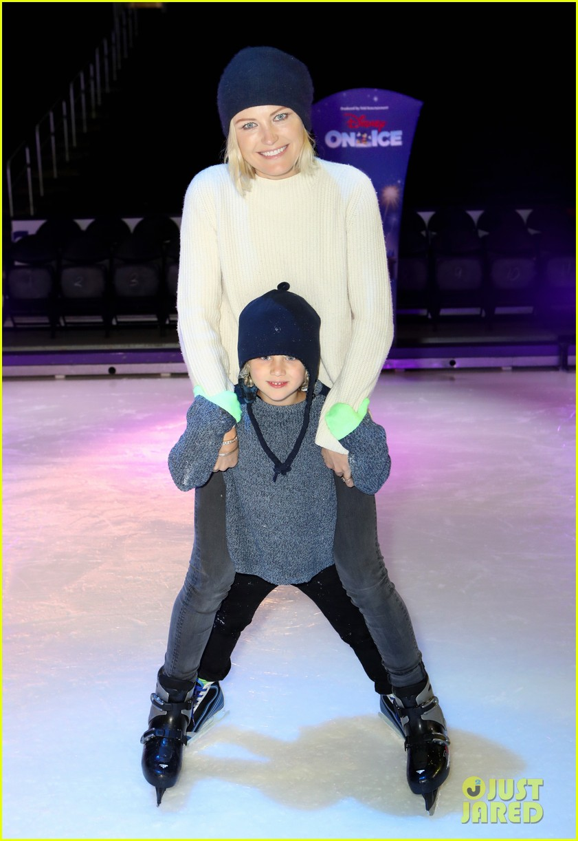 chrissy teigen john legend take daughter luna to disney on ice 064198964