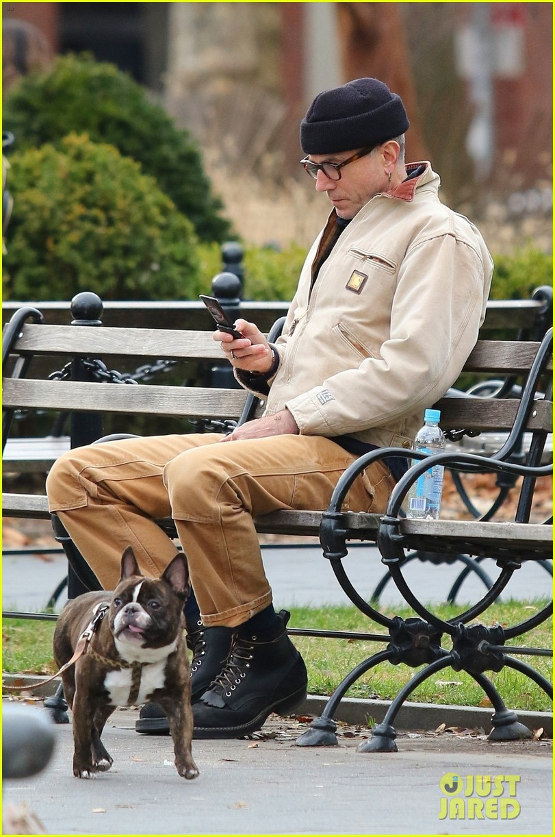 Daniel Day Lewis Enjoys Some Quiet Time On New York Park Bench