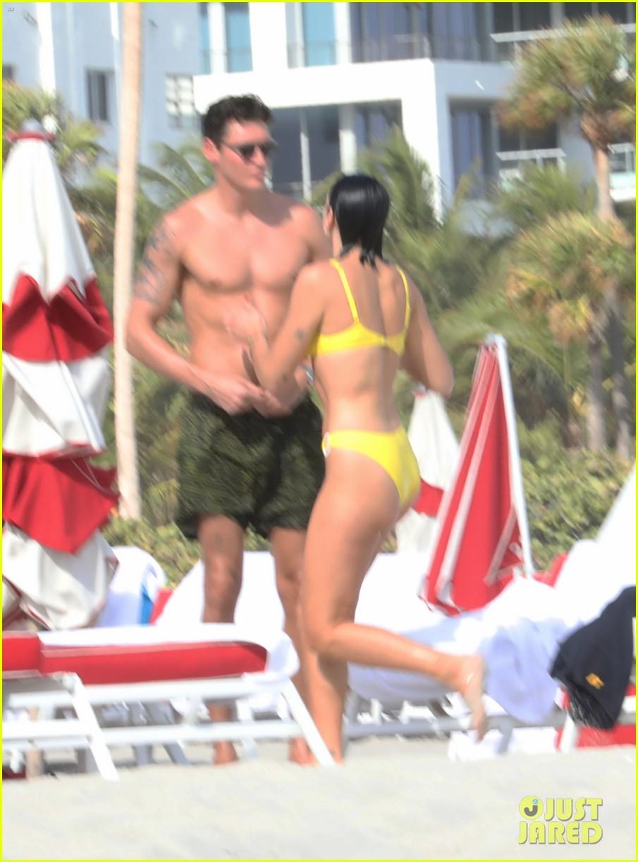 Bikini Clad Dua Lipa Hits The Beach With Boyfriend Isaac