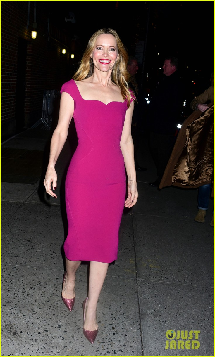 leslie mann opens up about living with daughter on late show watch here 06