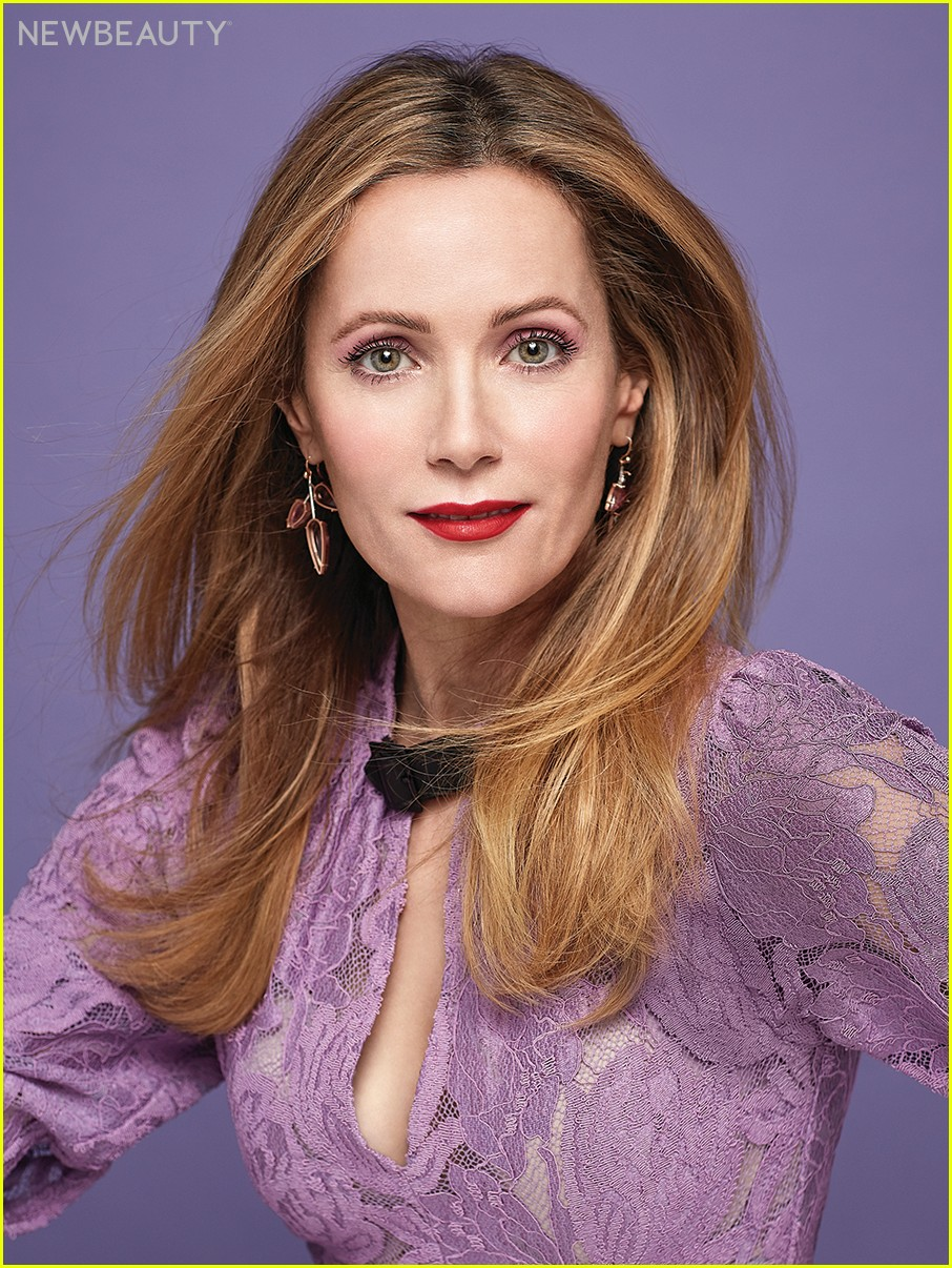 leslie mann talks living with judd apatow and aging in hollywood 02