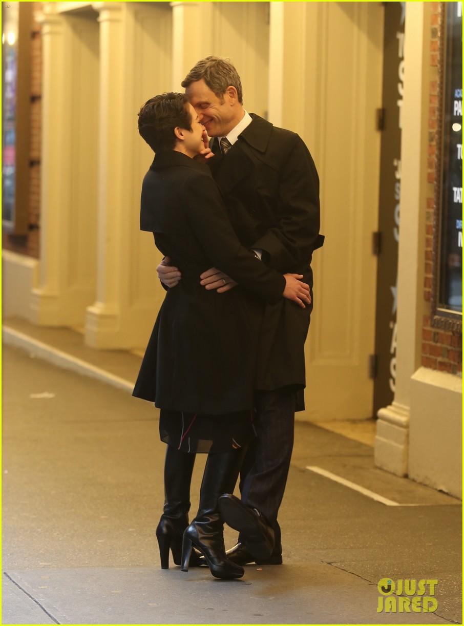 tatiana maslany tony goldwyn network kissing scene 02