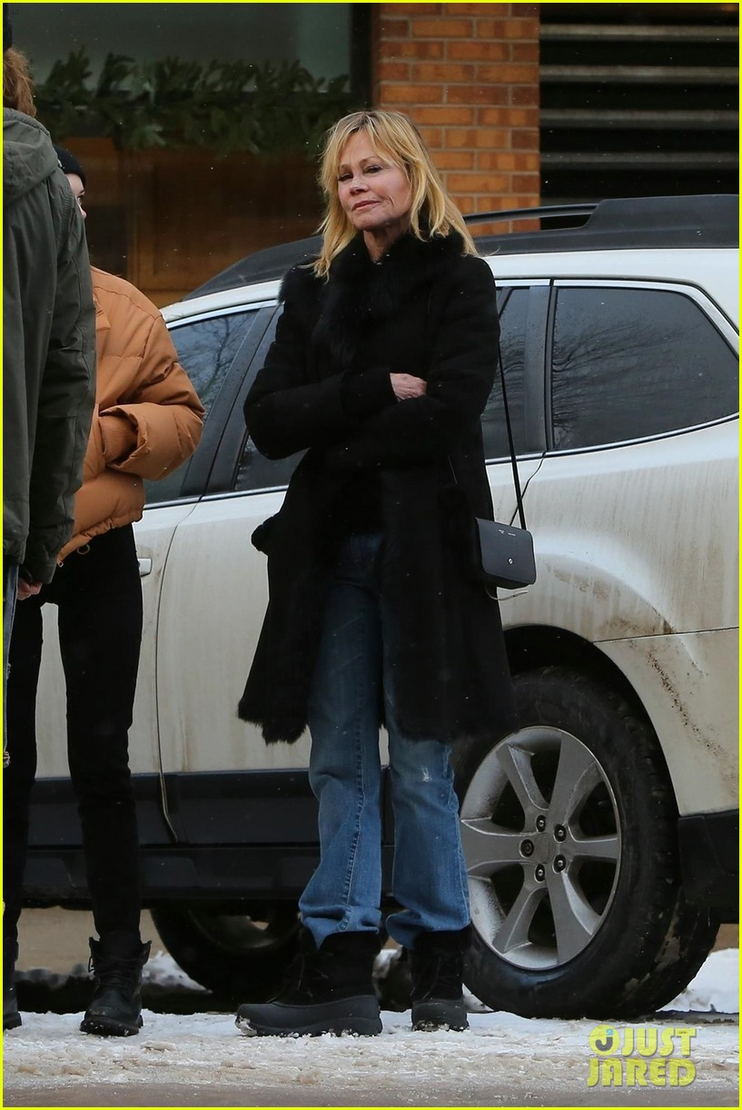 melanie griffith faughter stella banderas go shopping in aspen 01