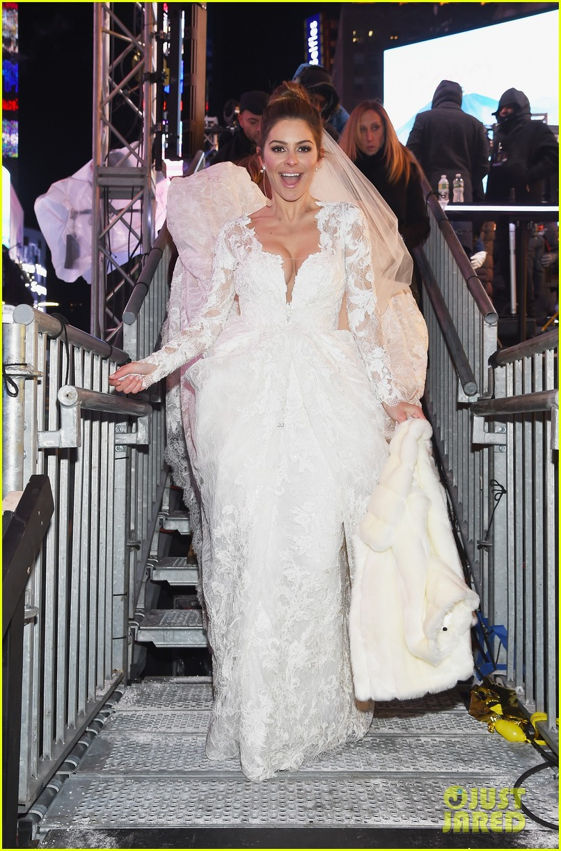maria menounos keven undergaro new years eve wedding 01