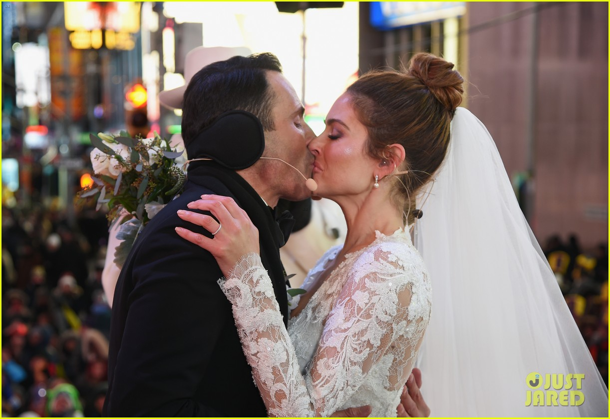 maria menounos keven undergaro new years eve wedding 02