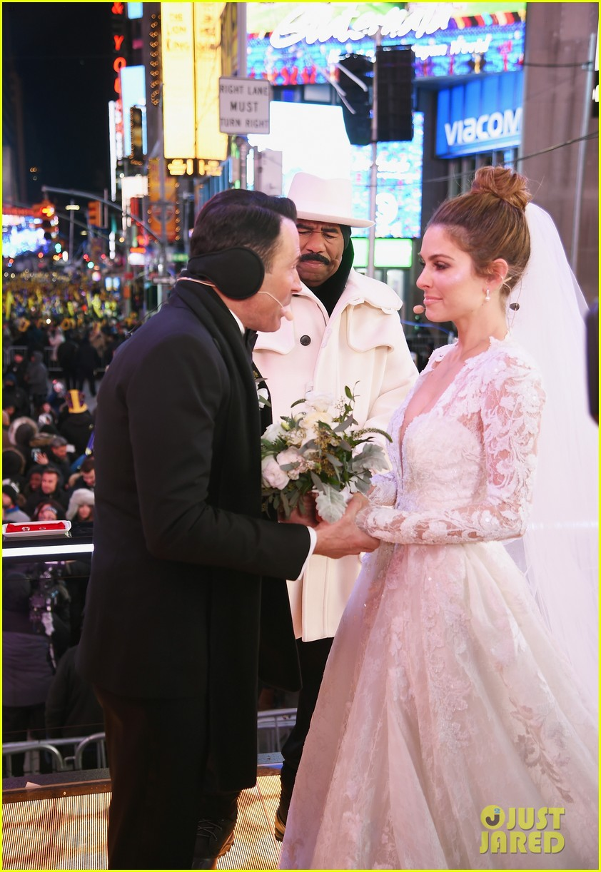 maria menounos keven undergaro new years eve wedding 05