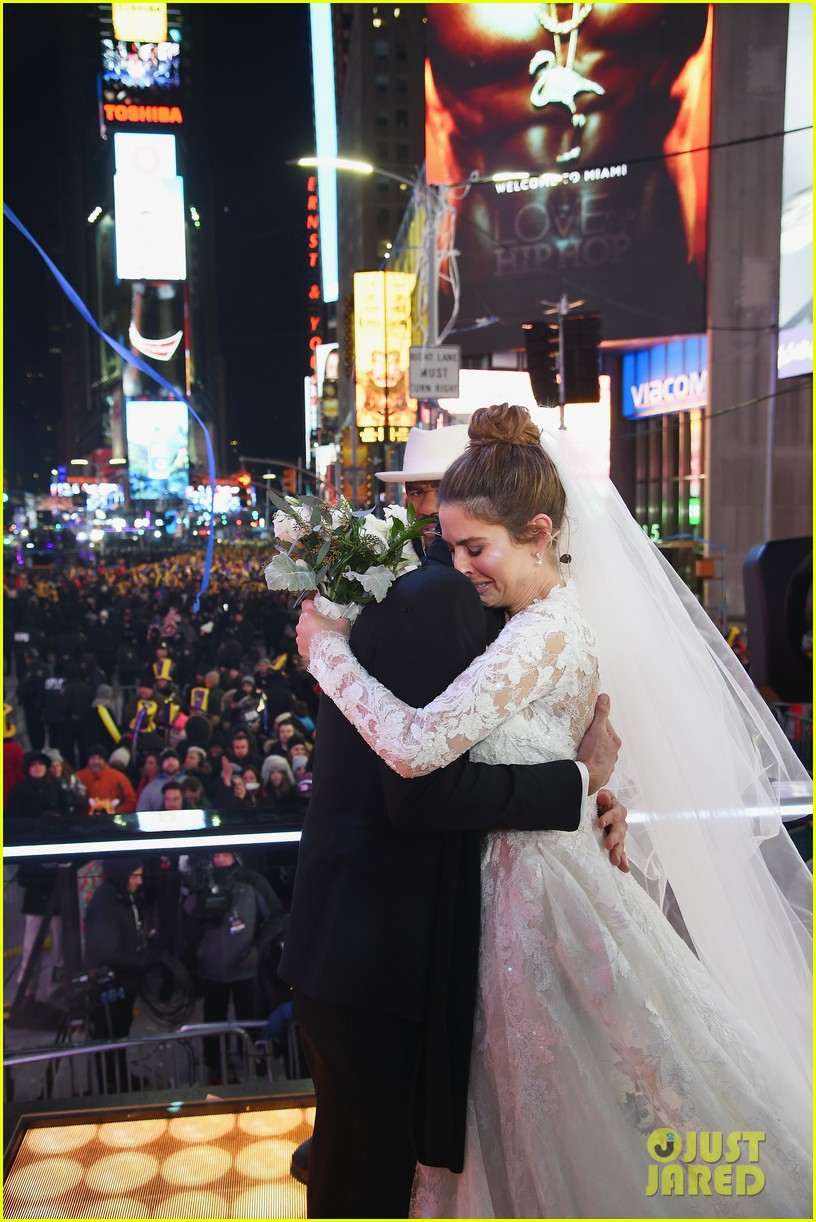 maria menounos keven undergaro new years eve wedding 13