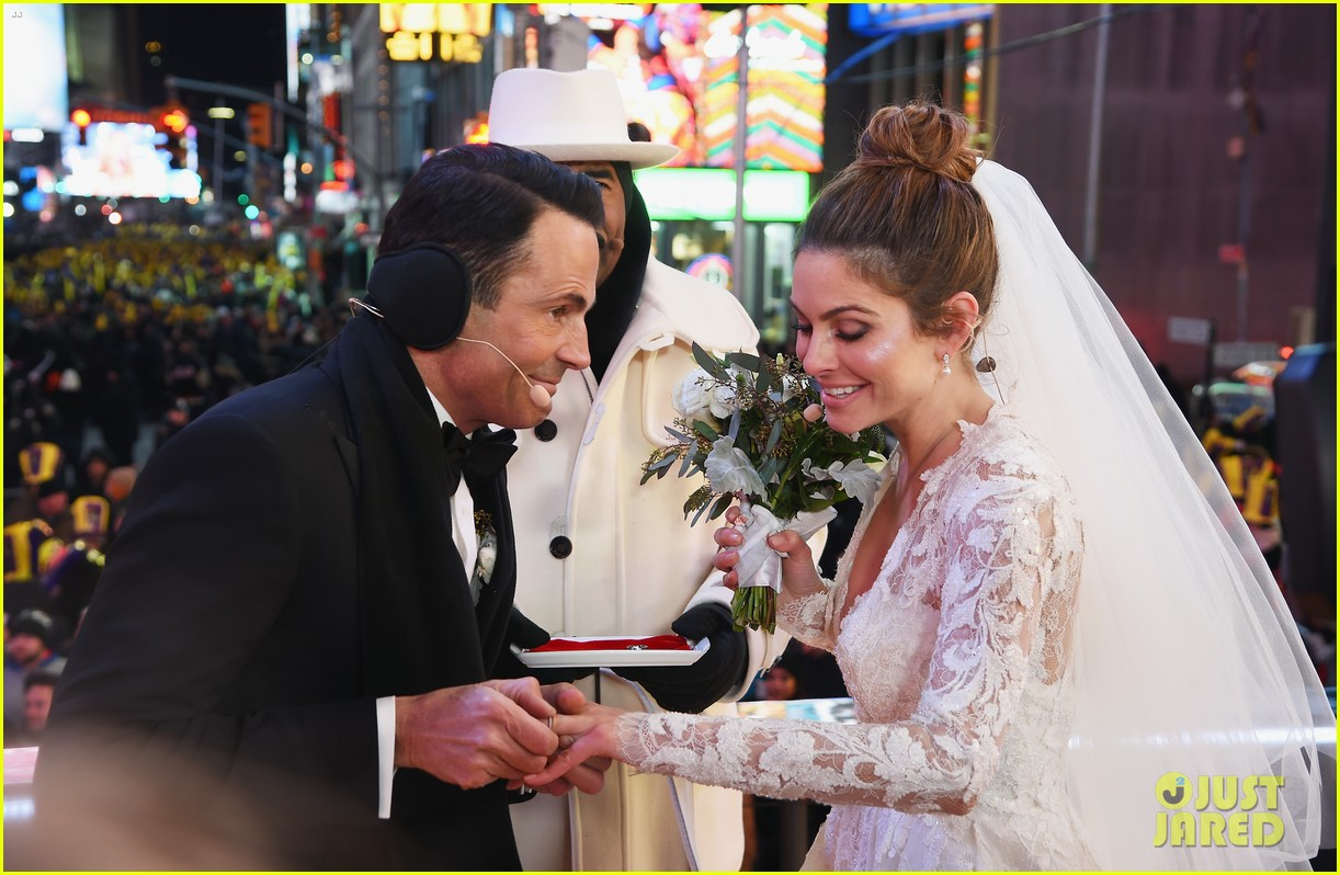 maria menounos keven undergaro new years eve wedding 16