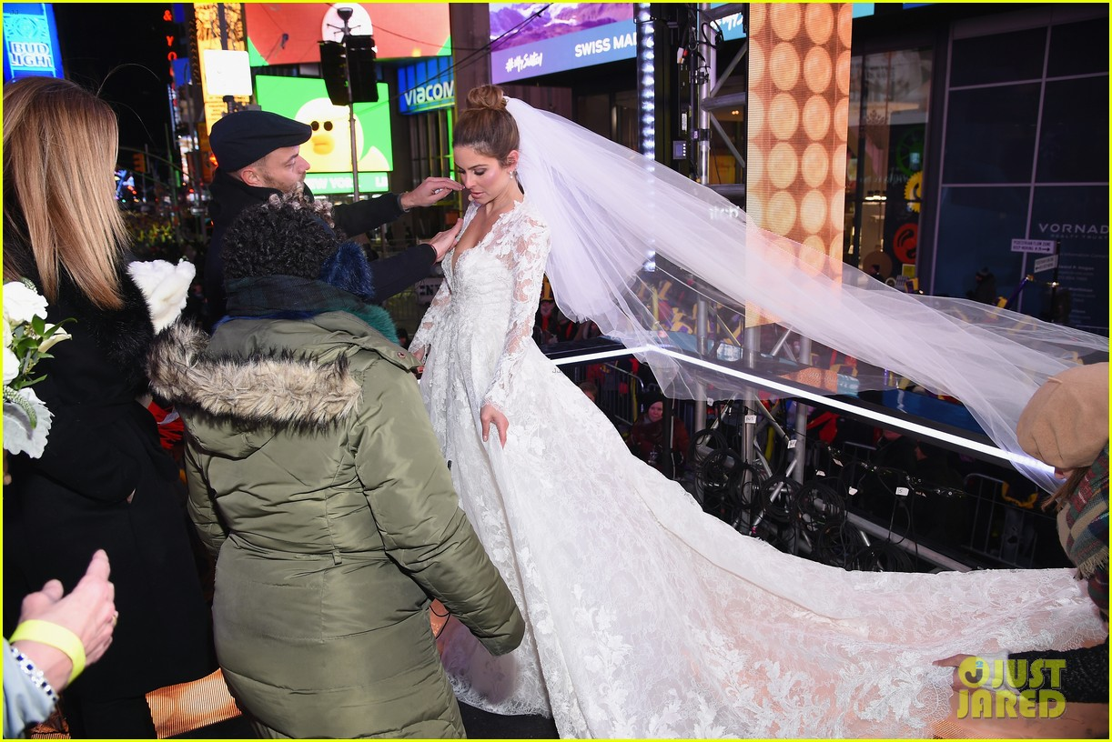 maria menounos keven undergaro new years eve wedding 23