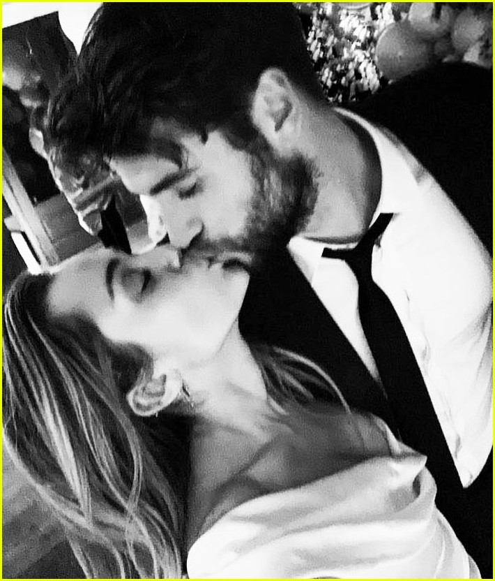 Miley Cyrus Wedding Photos: Miley Cyrus Seemingly Confirms Marriage To Liam Hemsworth
