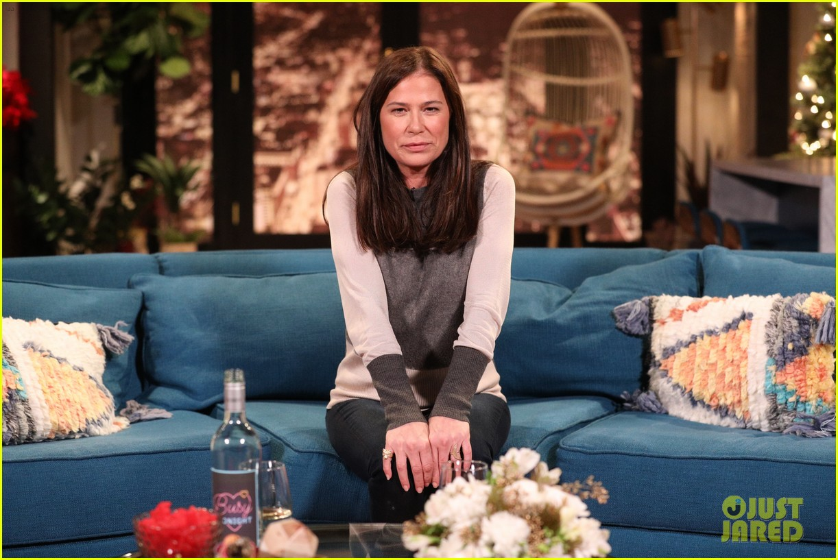 maura tierney stole a picture of oprah winfrey for busy philipps 084197914
