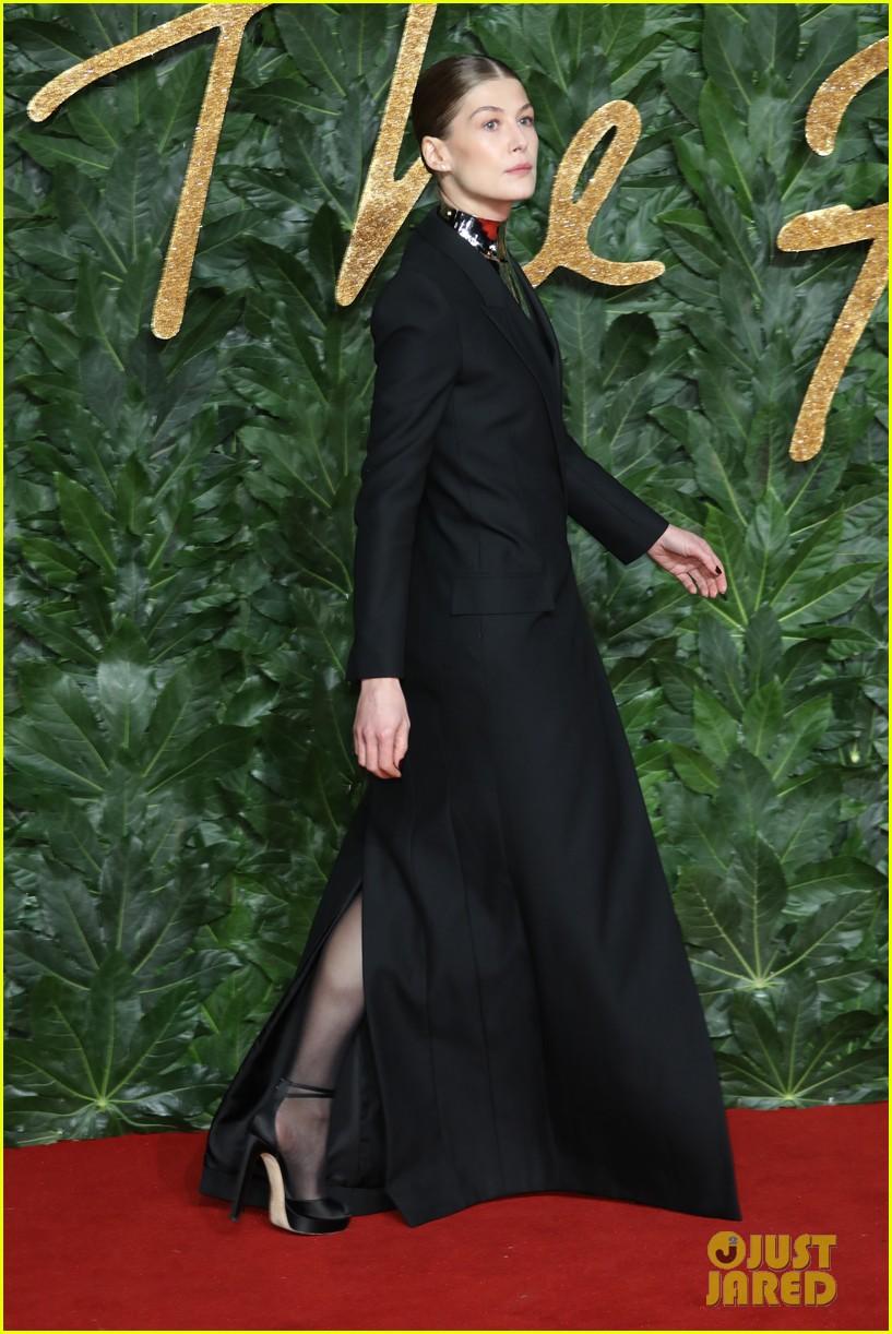 rosamund pike carey mulligan naomie harris the fashion awards 054196726