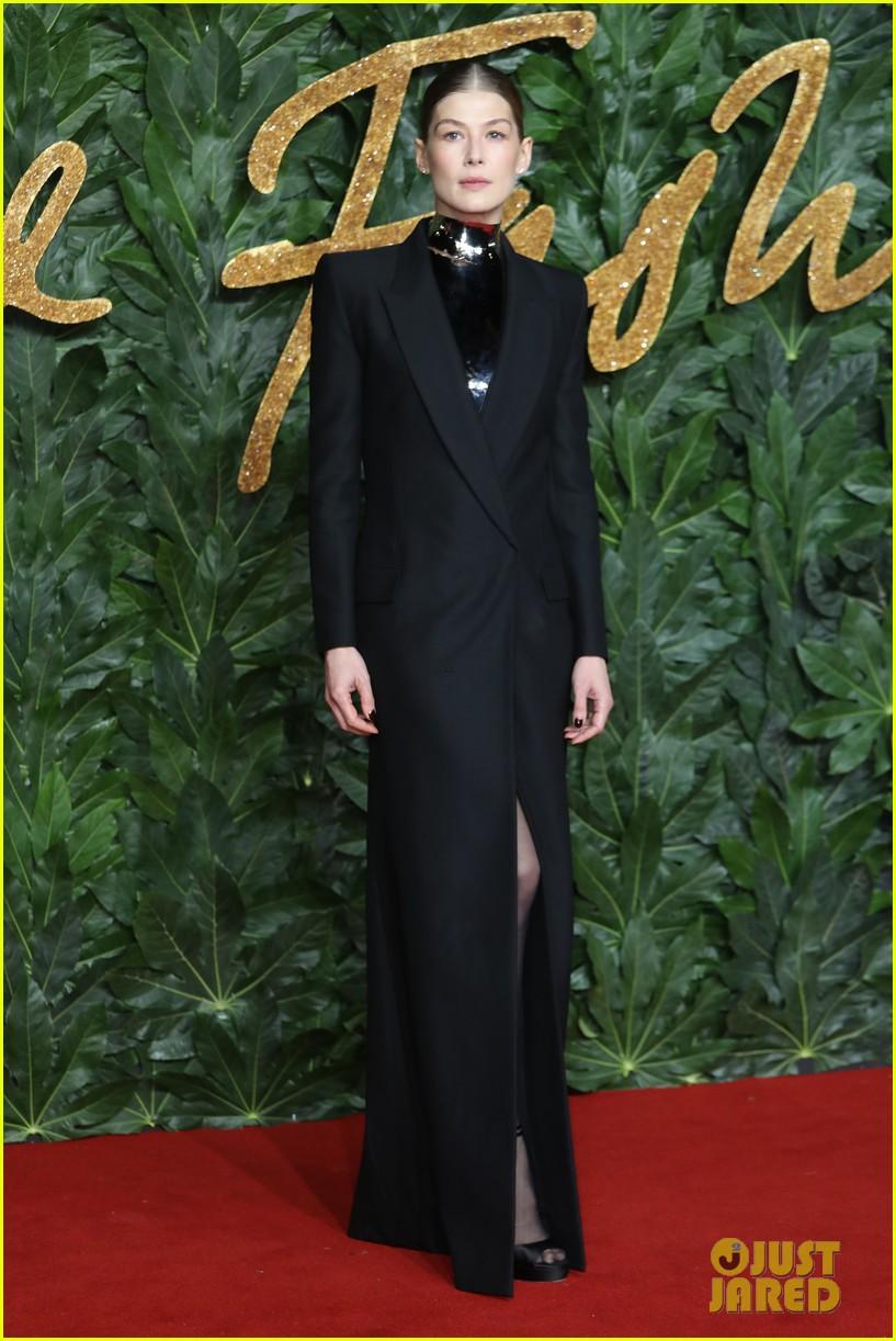 rosamund pike carey mulligan naomie harris the fashion awards 15