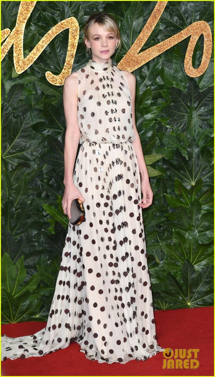 rosamund pike carey mulligan naomie harris the fashion awards 23