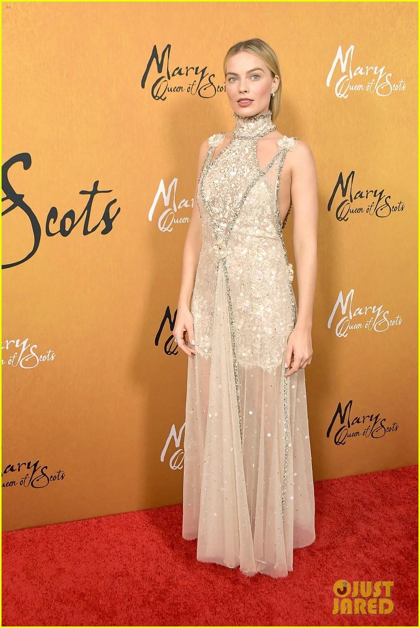 margot robbie saoirse ronan mary queen of scots premiere 054193444
