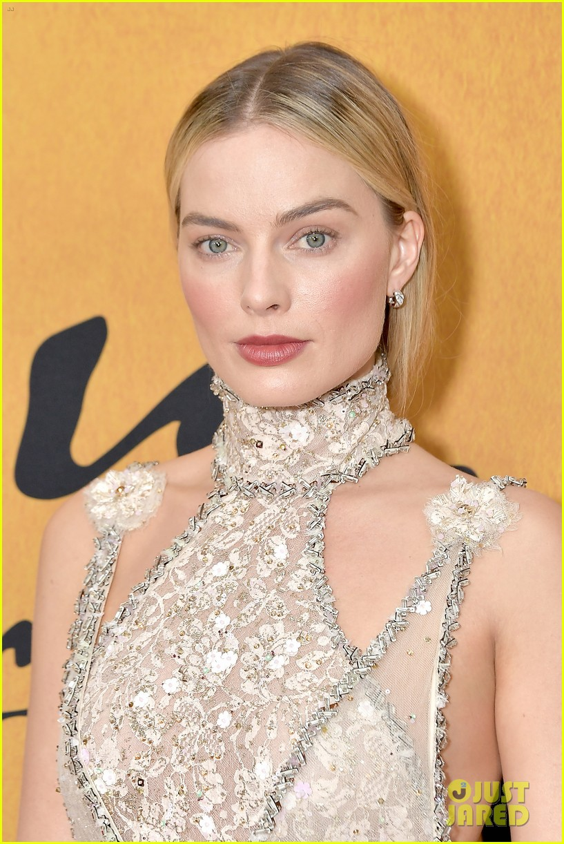 margot robbie saoirse ronan mary queen of scots premiere 074193446