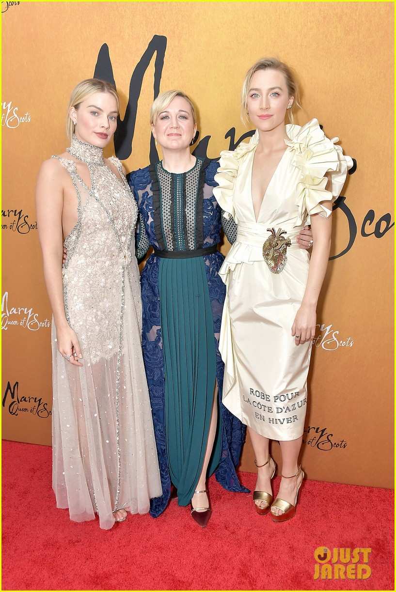 margot robbie saoirse ronan mary queen of scots premiere 104193449