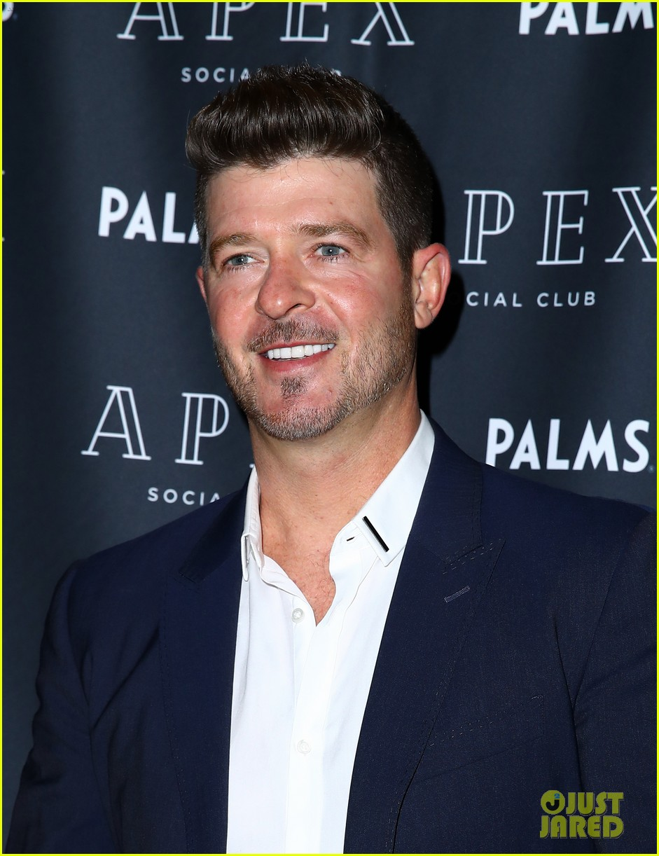robin thicke new years eve ready 02
