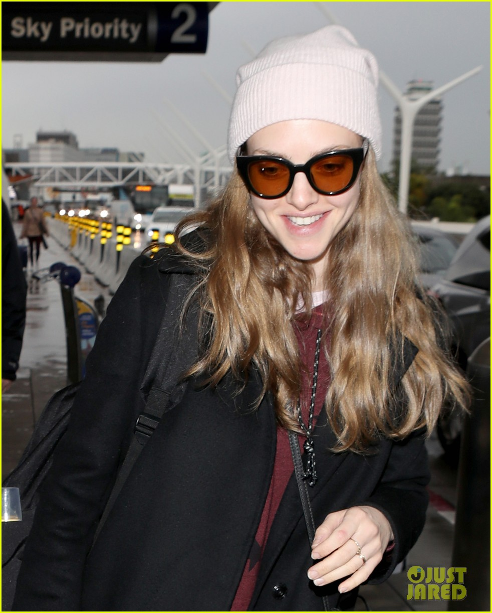 amanda seyfried travels from la to nyc with dog finn 04