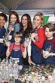 alexandra shipp julie bowen darby stanchfield volunteer at feeding america event 02