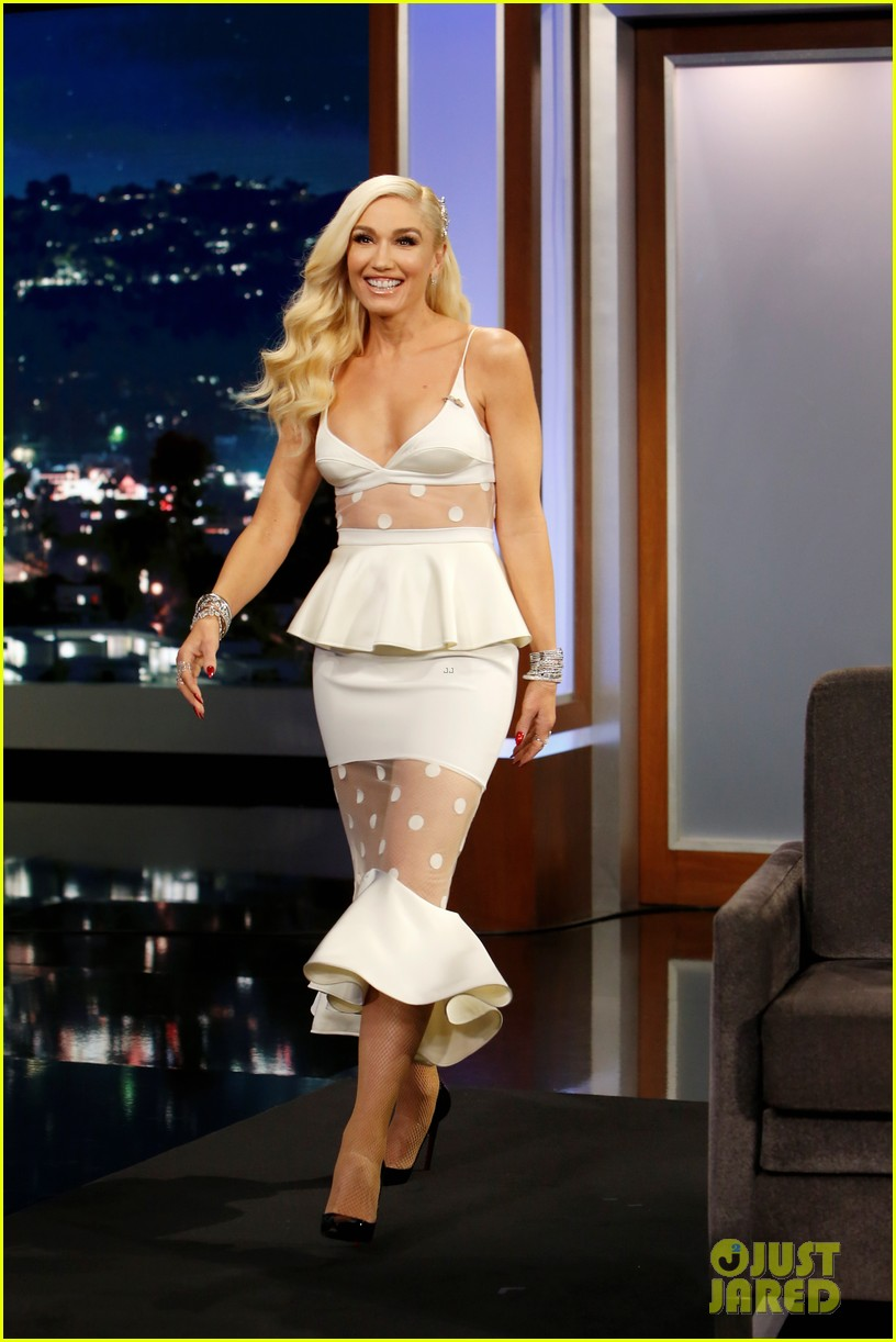 gwen stefani reveals the funny way she and blake shelton ruined each others presents 014195173