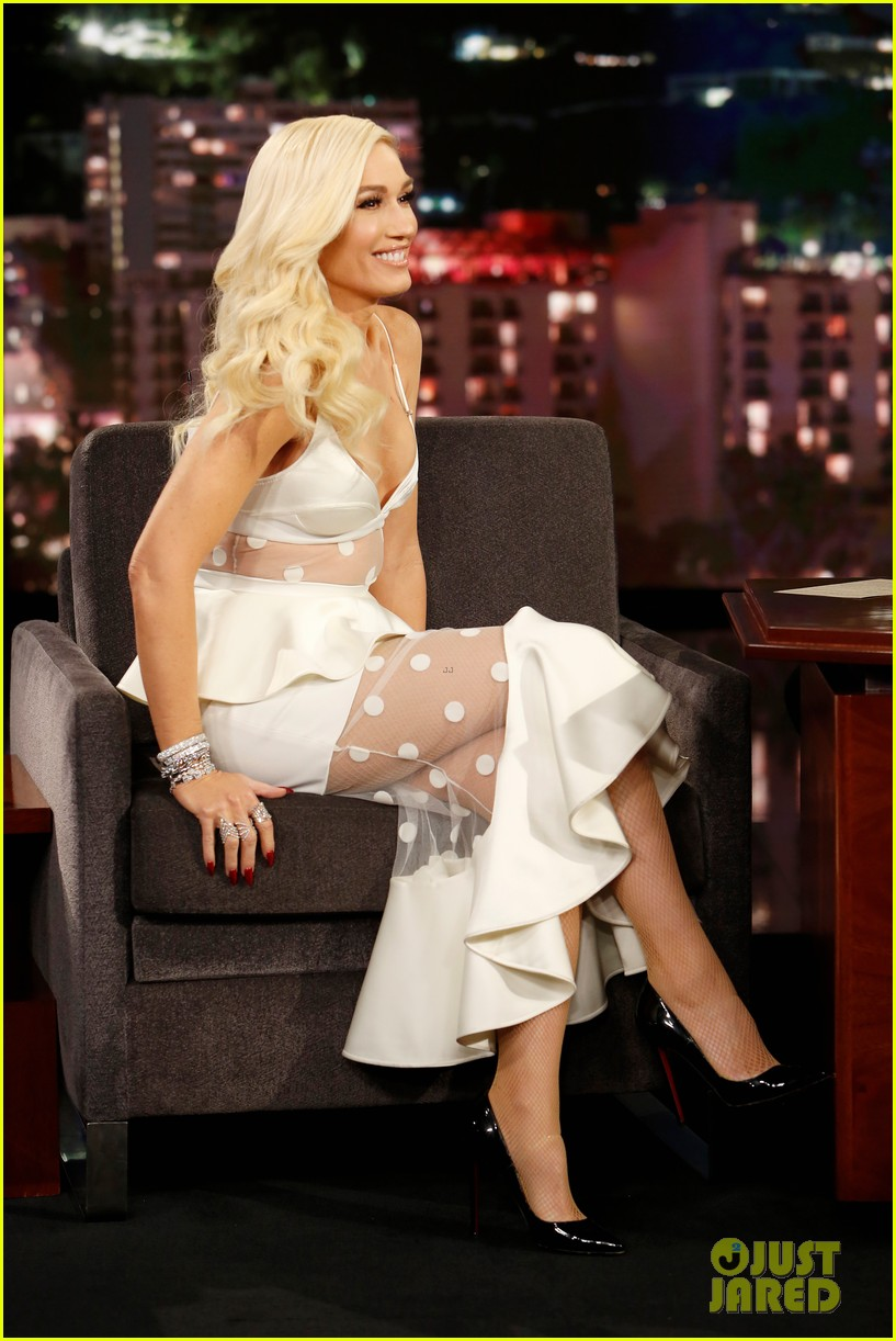gwen stefani reveals the funny way she and blake shelton ruined each others presents 074195179