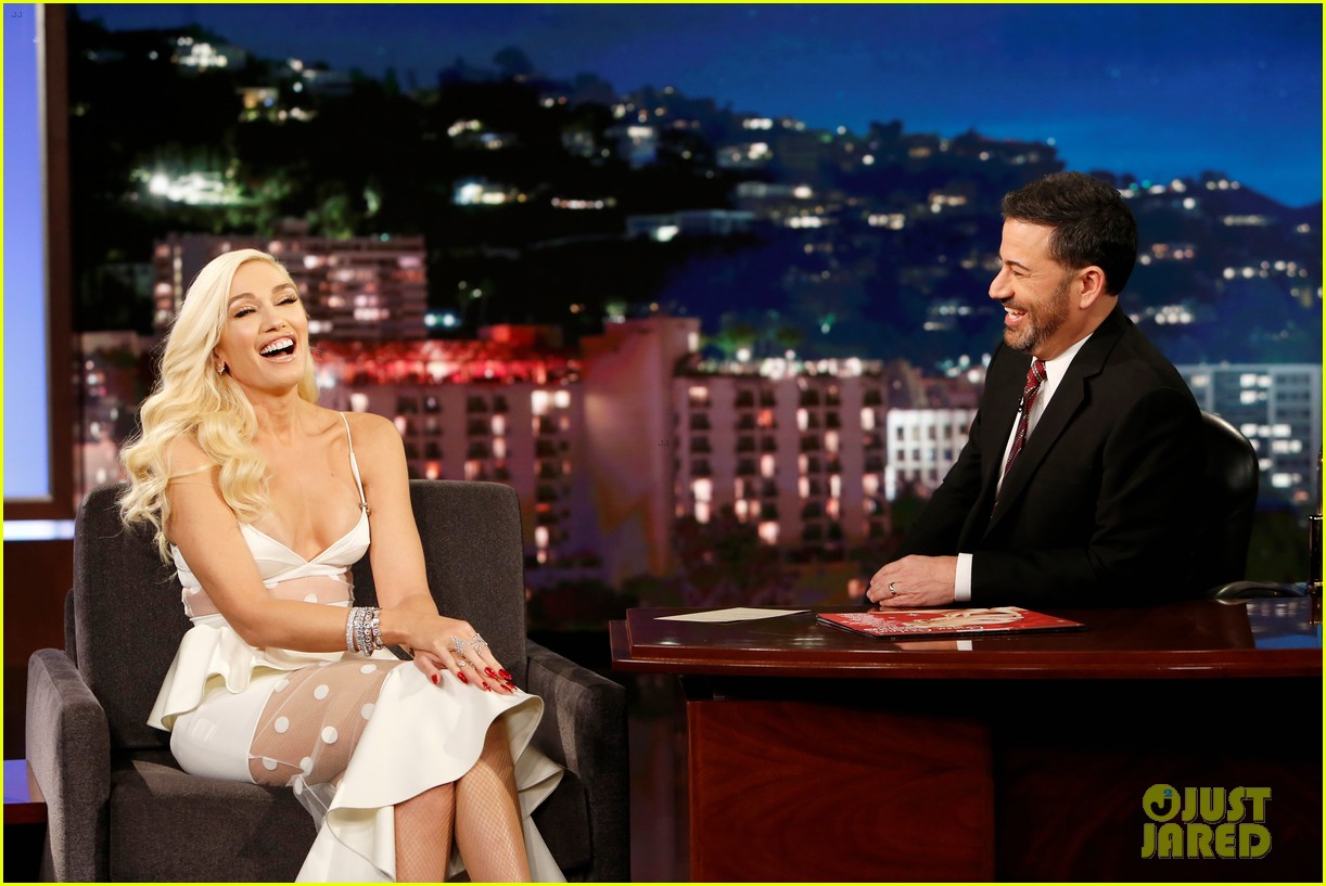 gwen stefani reveals the funny way she and blake shelton ruined each others presents 094195181