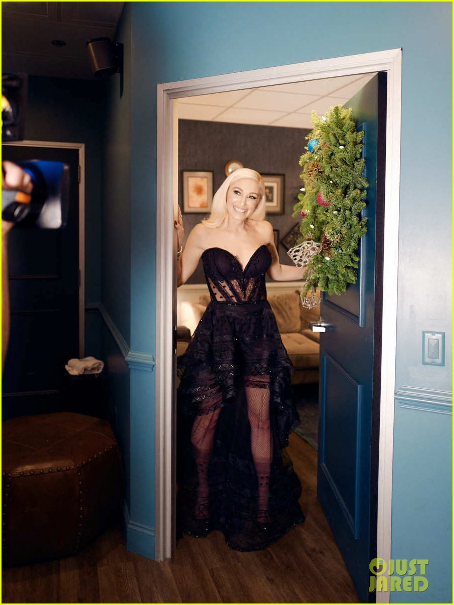 gwen stefani gets emotional talking about pharrell williams on late late show 01