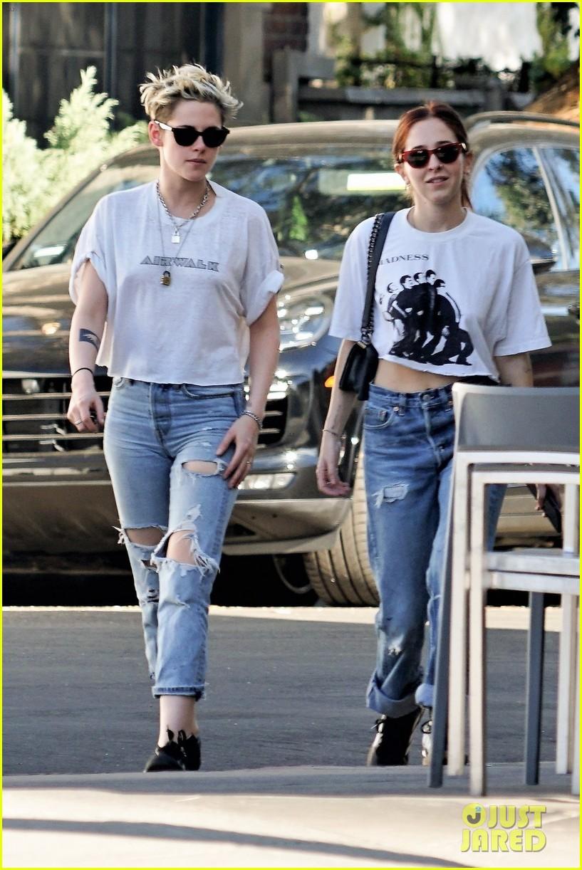 Kristen Stewart Amp Sara Dinkin Wear Matching Outfits To