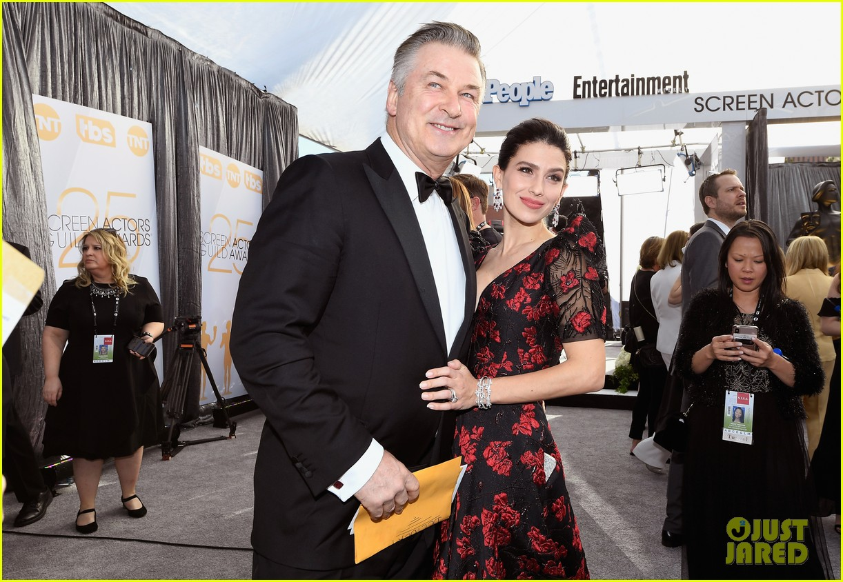 alec hilaria baldwin couple up for sag awards 024217987