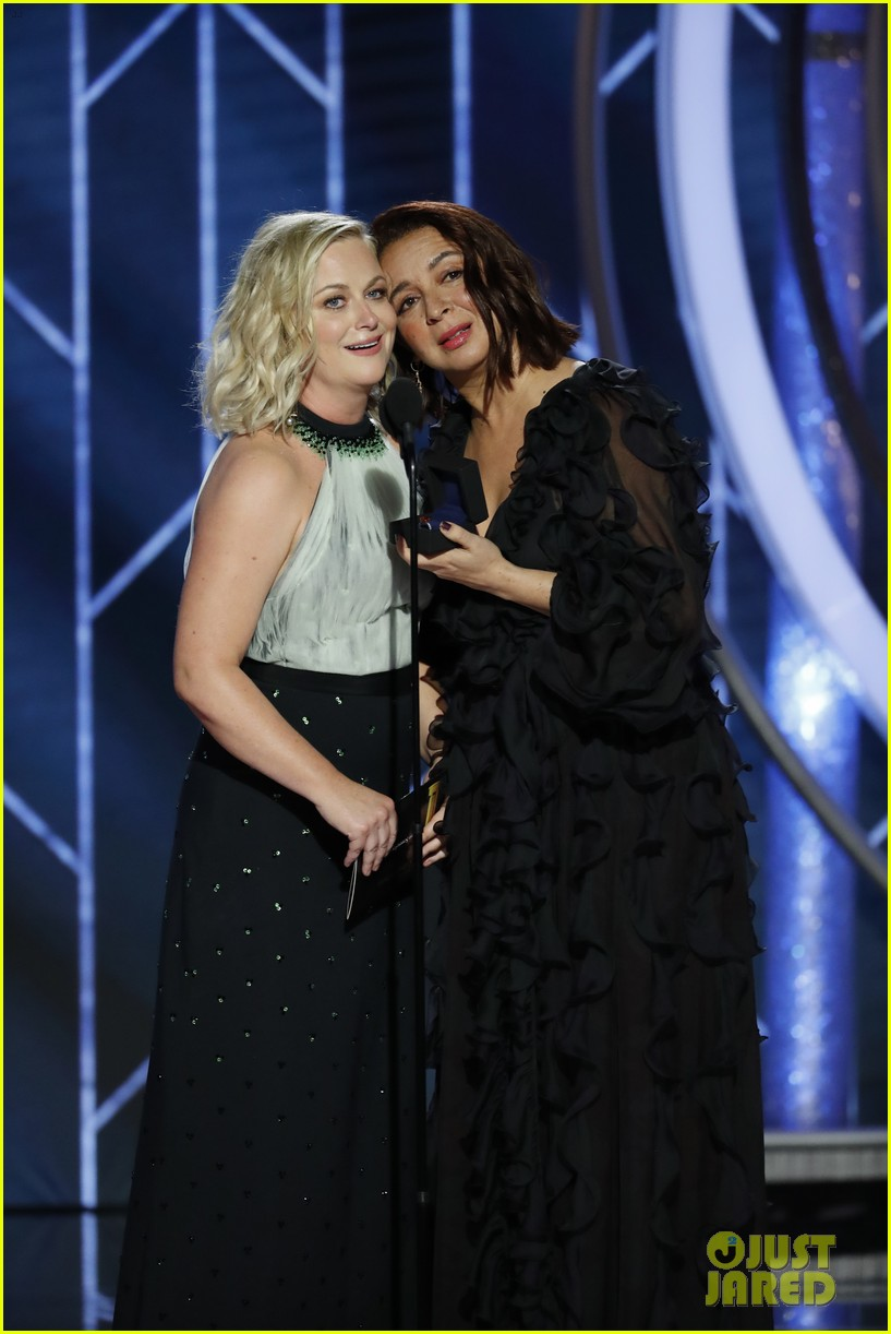 Maya Rudolph Hilariously Proposes To Amy Poehler At Golden