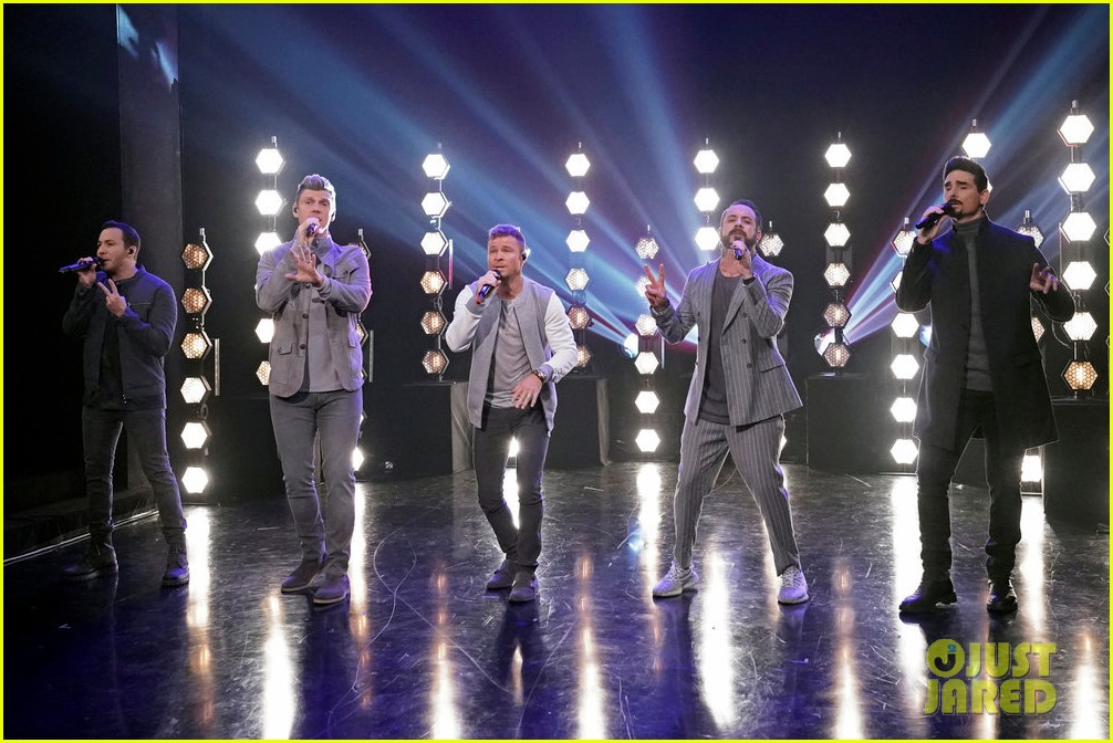 backstreet boys jimmy fallon perform hilarious all clucking rendition of everybody 014216445