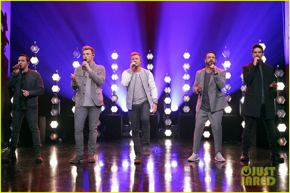 backstreet boys jimmy fallon perform hilarious all clucking rendition of everybody 044216448