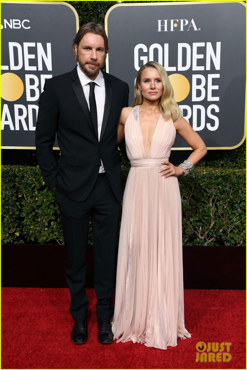 Kristen Bell Amp Husband Dax Shepard Pose For Cute Photos At