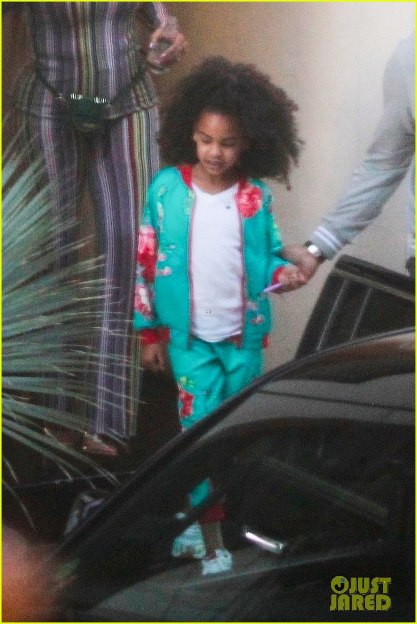 beyonce compares blue ivy photo to younger self 014216383