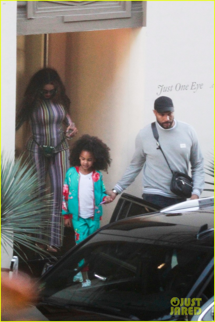 beyonce compares blue ivy photo to younger self 034216385